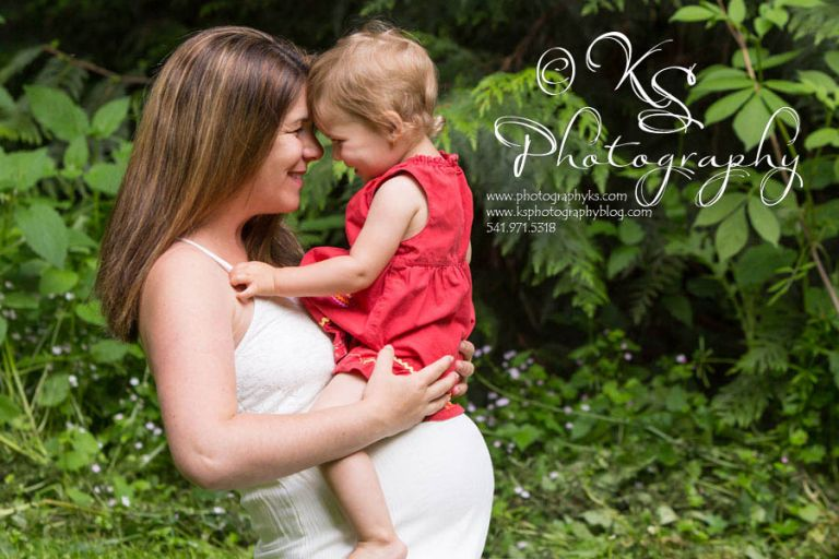 Maternity photographer Corvallis