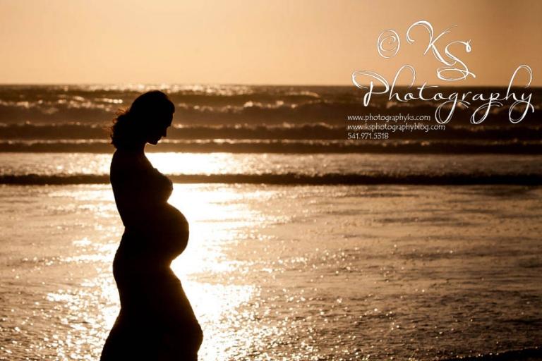 Newport Oregon Maternity Photographer